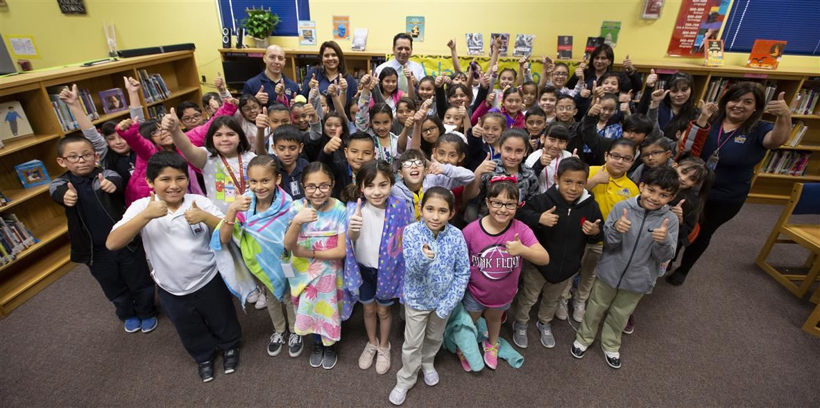 Desert Wind students participating in Read Across America