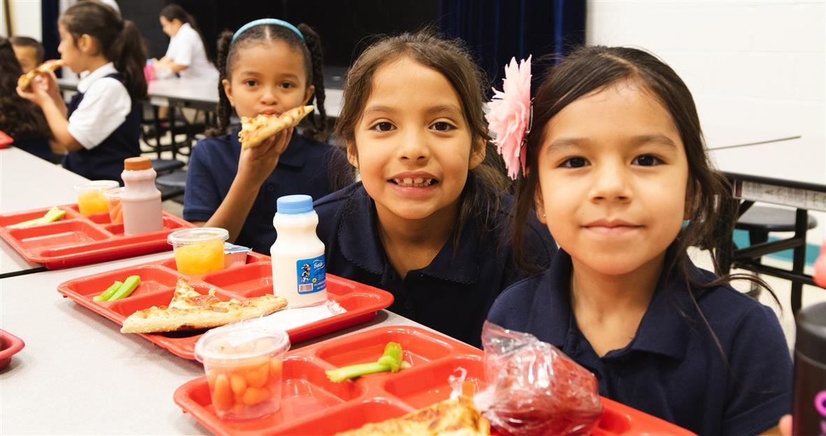 SISD Students with meals